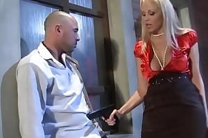 Esperienze di signore prosperose - Experiences for buxom women (Full porn movie)