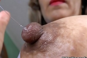 Latina milf Susana puts her massager to work
